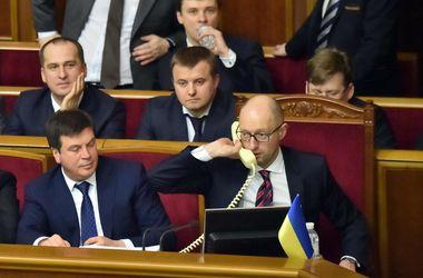 Эксперты назвали экономические последствия провала отставки Яценюка