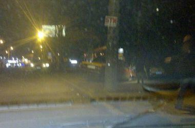 В Киеве нетрезвая женщина врезалась в столб и сказала, что за рулем была не она