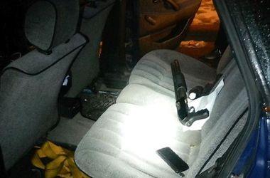 В Киеве полиция остановила автомобиль с гранатами и ружьем
