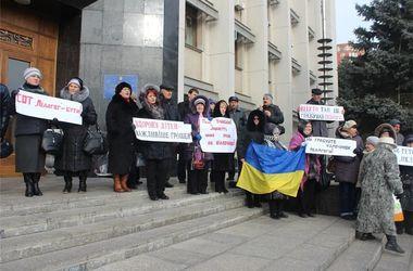 Митинги в Одессе: люди недовольны высокими тарифами и требуют расследовать избиение журналистов