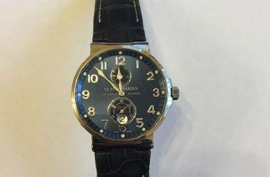 В Киеве сотрудник интернет-провайдера украл у клиента часы за 50 тысяч