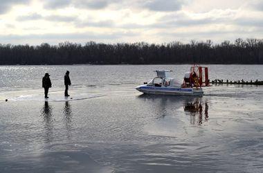150 рыбаков застряли на оторванной льдине на Кременчугском водохранилище