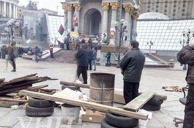 """На Майдане активисты устанавливают новые палатки и хотят начать """"диалог с правительством"""""""