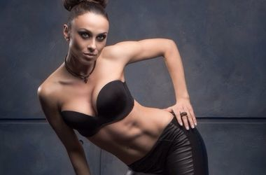 Сексуальная Нана из NikitA опубликовала откровенное фото