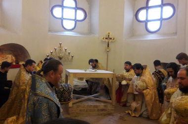 В Софии Киевской возобновили богослужения