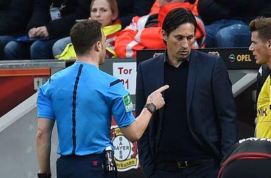 Матч чемпионата Германии был приостановлен из-за отказа тренера уйти с поля