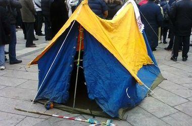 Около 30 активистов провели ночь на Майдане