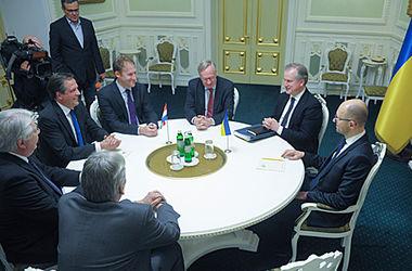 Яценюк встретился с парламентарием из Нидерландов
