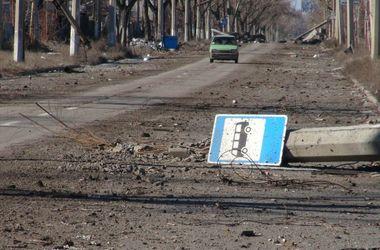 В Донецке гремят мощные залпы и взрывы