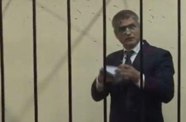 В Печерском суде облили зеленкой экс-главу ГУ СБУ
