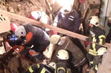 Под завалами рухнувшего дома в Киеве найдено тело погибшего строителя