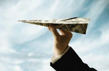 Украинцы резко сократили денежные переводы за границу