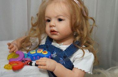 Харьковчанка создает кукол, которых не отличишь от детей