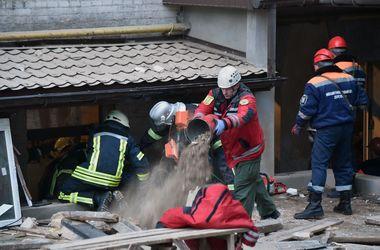 Под завалами дома в Киеве нашли еще одного погибшего – ГосЧС