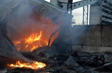 Под Днепропетровском люди в балаклавах и с пистолетами сожгли два предприятия