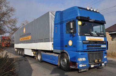 Автоколонна Штаба Ахметова везет в Донецк более 400 тонн гуманитарной помощи