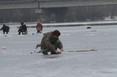 В Киеве на озере утонул рыбак