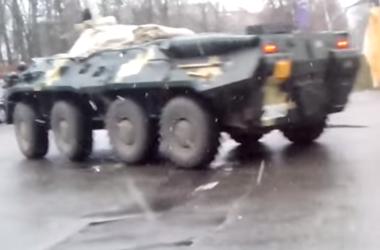 Утром по Киеву проехала колонна военной техники