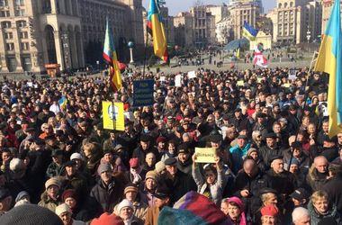 В Киеве тысячи человек пришли на Вече в поддержку Савченко