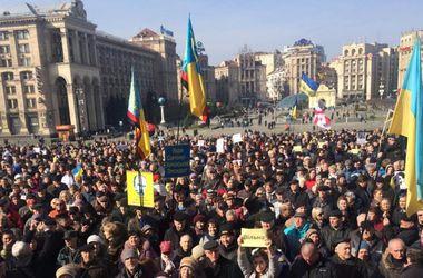 В Киеве пикетируют российское посольство