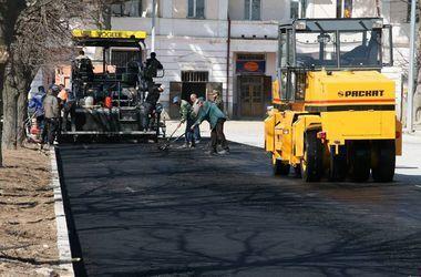 Яценюк заявил о планах отремонтировать и построить 1700 километров дорог