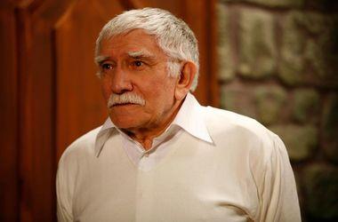 80-летнего Армена Джигарханяна в средне тяжелом состоянии перевели в палату