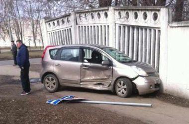 В Харькове лоб в лоб столкнулись две иномарки