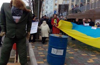 Генконсульство РФ в Одессе забросали яйцами