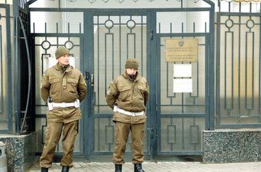 В Одессе возле генконсульства РФ полиция применила слезоточивый газ
