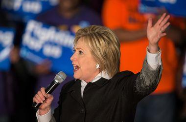 Клинтон считает необходимым введение дополнительных санкций против Ирана за испытания баллистических ракет