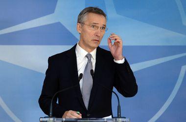 """НАТО и ЕС будут совместно противостоять """"гибридным войнам"""" - Столтенберг"""