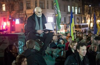 В Харькове на БРДМ читали Кобзаря
