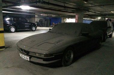 Печальное зрелище: в Украине на стоянке нашли заброшенный спорткар BMW