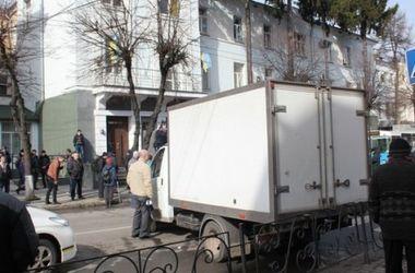 В Виннице люди перекрыли дорогу и принесли с собой шины