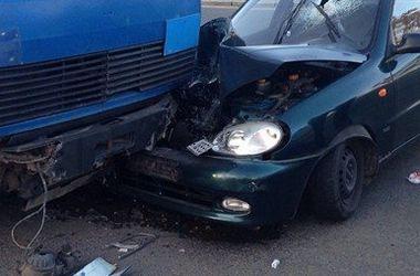 В Киеве пьяный водитель протаранил грузовик