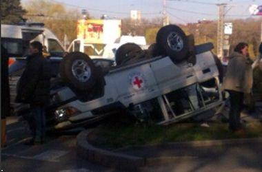 В Донецке автомобиль Красного креста попал в жуткую аварию