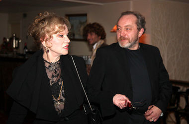 Муж Гурченко продает ее любимые чашки и шубу
