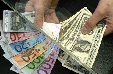 В Украине падает курс доллара, но взлетает евро