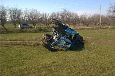На территории лицея опрокинулся трактор: один студент погиб, второй травмирован