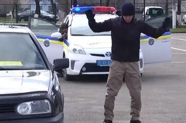Как украинских полицейских учат задерживать опасных преступников
