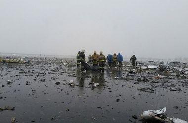 На месте крушения Boeing 737 начали собирать тела погибших