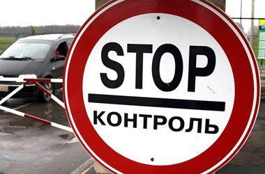 Украинец пытался тайком пронести в Россию чемодан с серебряными украшениями