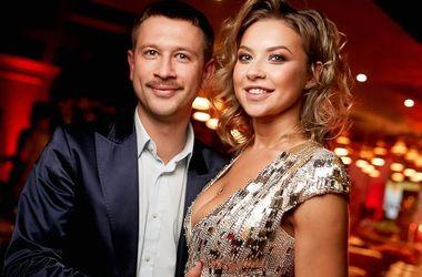 <p><span>Влюбленные Дмитрий Ступка и Полина Логунова. Пышную свадьбу собираются отгулять 23 июня. Фото:<span>vklybe.tv</span></span></p>