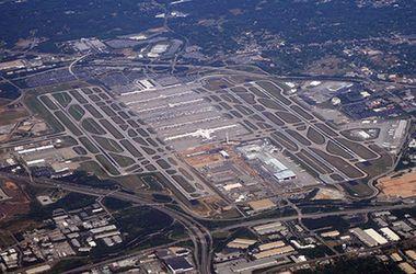 В США из-за подозрительного свертка эвакуировали аэропорт