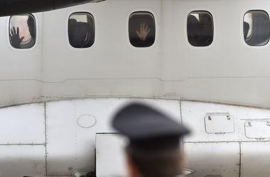 В японском аэропорту разбился самолет