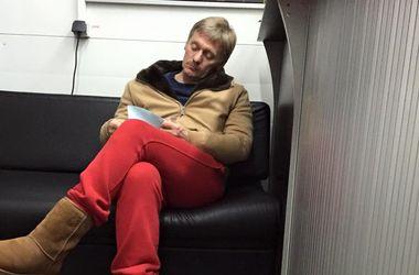 Песков рассказал, как оказался ночью на автомойке в красных штанах