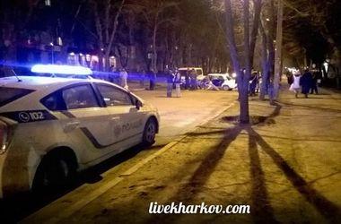 """В Харькове микроавтобус смял """"Жигуленок"""""""