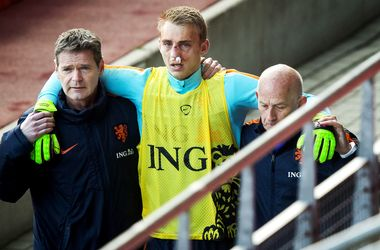 Вратарь сборной Голландии сломал нос на тренировке