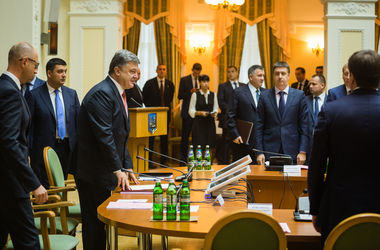 Порошенко сегодня проведет встречу с Яценюком и лидерами фракций - Кубив
