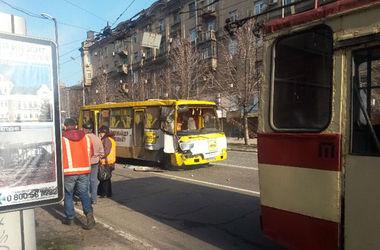 В Мариуполе жертвами аварии маршрутки и троллейбуса стали 5 человек